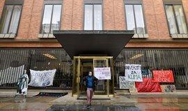 Studenti ukončili stávku v Karolinu. Stáhli požadavek na odvolání rektora Zimy