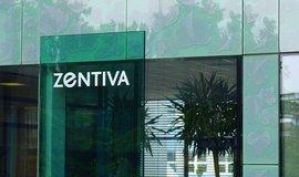 K největším obchodům v prvním pololetí bylo ohlášení prodeje Zentivy švýcarským koncernem Sanofi americkému Adventu