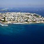 Maledivy jsou ostrovním státem na jihu Asie v Indickém oceánu. Země je nejníže položeným státem světa. Pokud hladina oceánu stoupne, hrozí, že všechny ostrovy zmizí pod vodou.