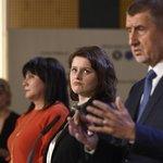 Premiér Andrej Babiš (ANO), ministryně práce a sociálních věcí Jana Maláčová (ČSSD) a ministryně financí Alena Schillerová (ANO)