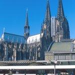 Nádraží v Kolíně nad Rýnem s katedrálou v pozadí. Odsud budou vlaky MSM vyjíždět.