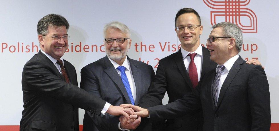 Ministři zahraničí zemí Visegrádské skupiny. (zleva) Miroslav Lajcak (Slovensko), Witold Waszczykowski (Polsko), Peter Szijjarto (Maďarsko) a Lubomir Zaoralek (Česká republika)