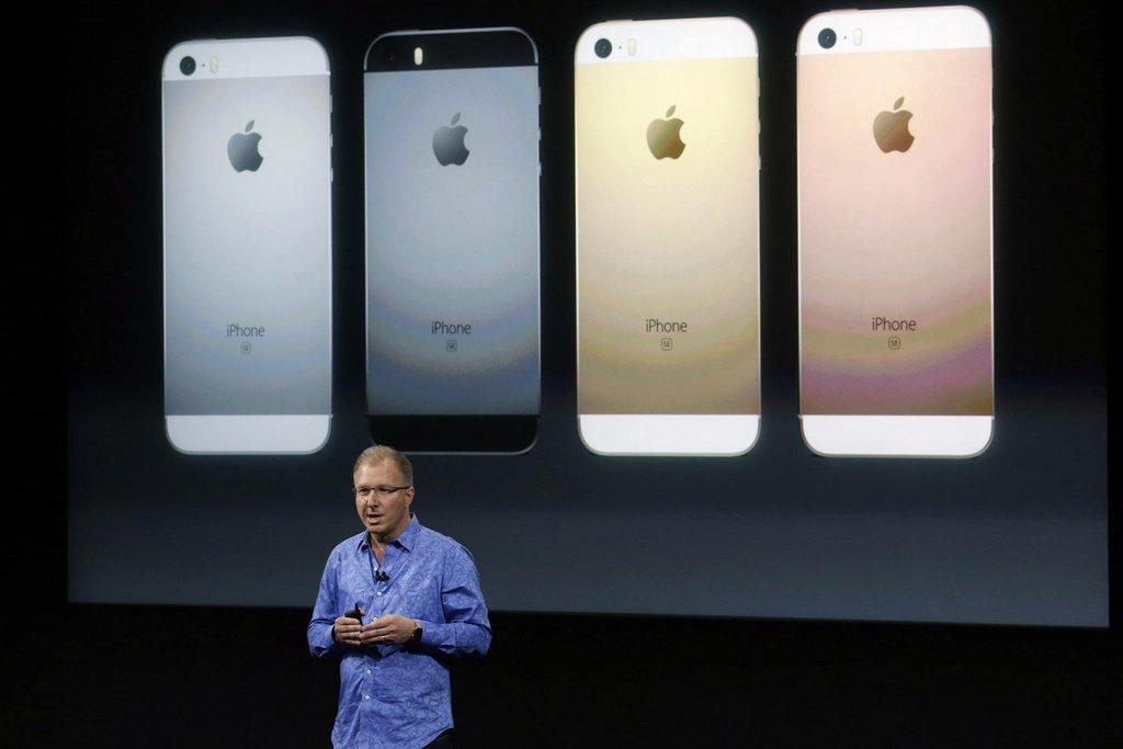 1. Apple – 170 miliard dolarů. Jasný lídr žebříčku, na druhý Googlu má náskok téměř 70 miliard dolarů, i když roste pomaleji. Na letošní rok, ve kterém slaví iPhone desáté výročí, chystá nový model 8.