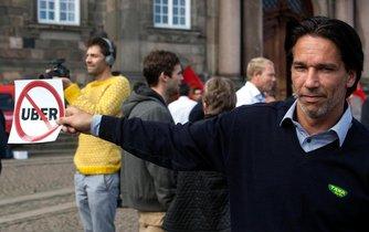 Dánští taxikáři protestují proti Uberu