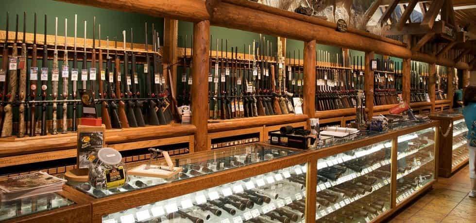 Obchod se zbraněmi - ilustrační foto