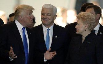 Prezident USA Donald Trump, premiér Černé Hory Duško Markovič a prezidentka Litvy Dalia Grybauskaitėová