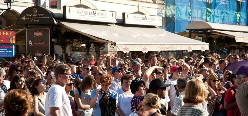 turisté v Praze, ilustrační foto