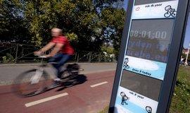 Panel zobrazující počet cyklistů a chodců na cyklostezce v Podolí