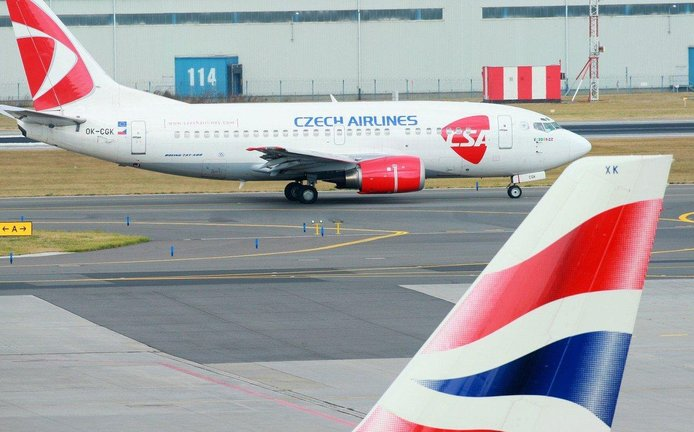Letadlo ČSA na přistávací dráze - ilustrační foto