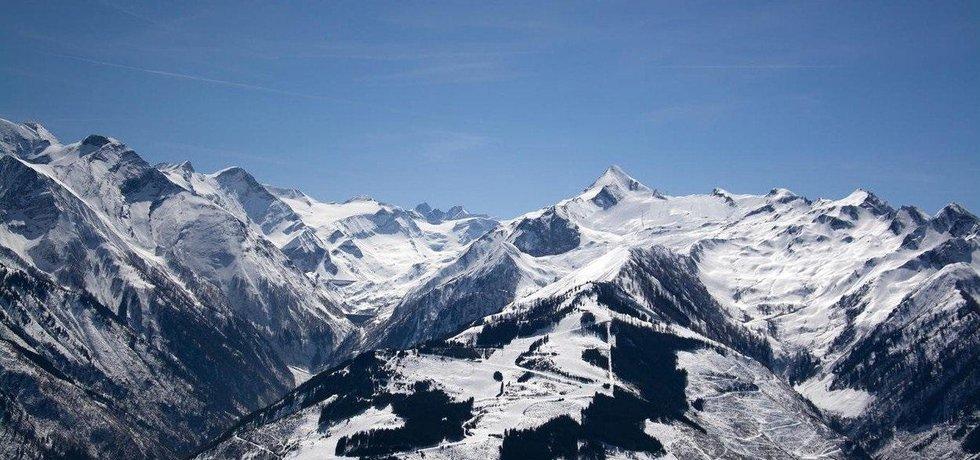 Lyžařské středisko Kaprun a vrchol Kitzsteinhorn se stejnojmenným ledovcem. Oblíbené místo Čechů, ilustrační foto