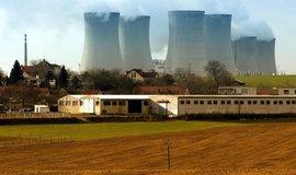 Chladící věže jaderné elektrárny Dukovany. Ilustrační foto.