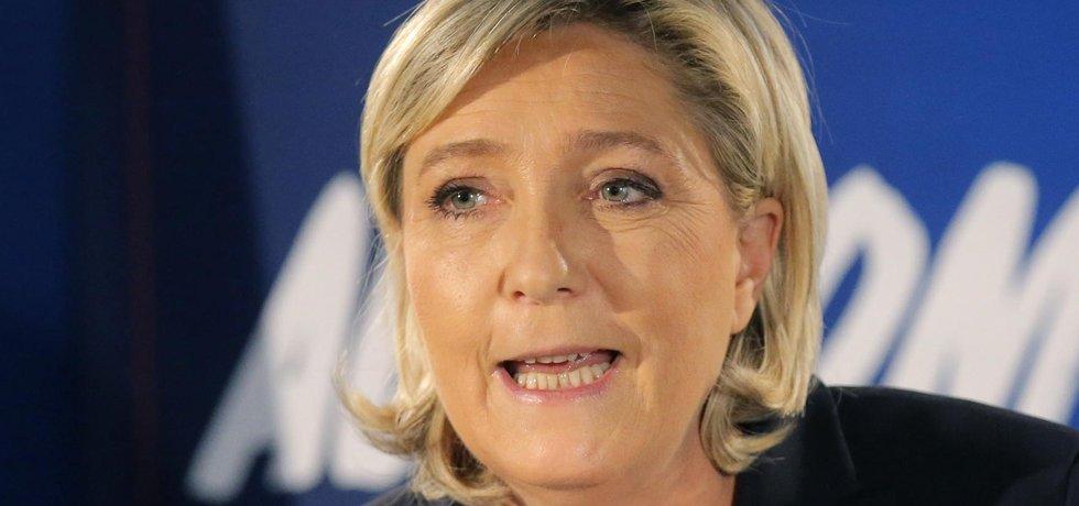 Šéfka francouzské Národní Fronty Marine Le Penová. V případě, že vyhraje prezidentské volby, chce s Ruskem podle svých slov úzce spolupracovat.