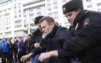 Policie zatýká organizátora protestů Alexeje Navalného