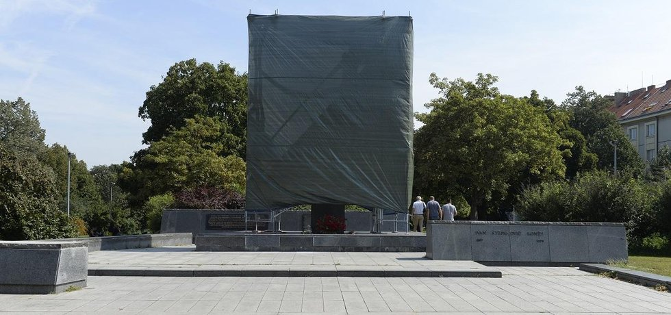 Praha 6 nechala zakrýt sochu maršála Koněva