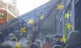 Volby do europarlamentu napříč EU vrcholí, výsledky budou v noci