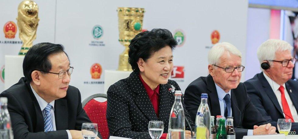 Čínská vicepremiérka Liu Yandong po podpisu fotbalové dohody s Německem