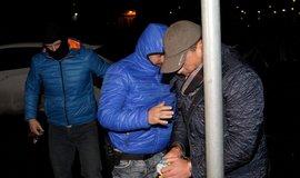 Policie přivezla 14. prosince večer do soudní budovy v Ústí nad Labem někdejšího vlivného člena ODS, podnikatele Daniela Ježka obviněného v kauze týkající se zneužívání evropských dotací z Regionálního operačního programu (ROP) Severozápad. Soud má rozhodovat o jeho vazbě.