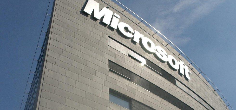 Rozhazování eráru. Stát nekupuje přes ministerstvo vnitra jen produkty Microsoftu. V poslední době úředníci podepsali kontrakt s IBM za 1,6 miliardy, s firmou Cisco Systems za 1,2 milairdy a připravuje se smlouva s Oraclem za 2,7 miliardy.