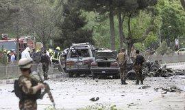 Po útoku na konvoj NATO v Kábulu zahynuly desítky civilistů s tři američtí vojáci