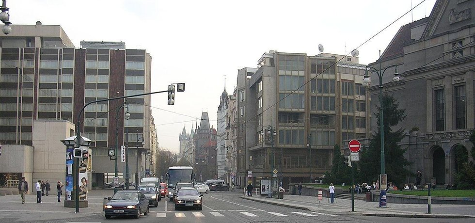 Pohled do Pařížské ulice z náměstí Curieových