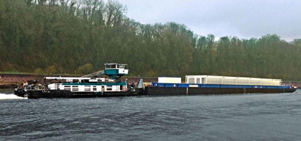 Zkušební transport kontejnerů pro jaderné palivo.