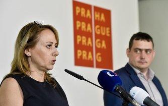 Primátorka Adriana Krnáčová (ANO) a náměstek primátorky Petr Dolínek (ČSSD)
