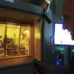Kvalitní odstínění. Pracovníci v Řeži budou zkoumat radioaktivní materiály v deseti horkých komorách.