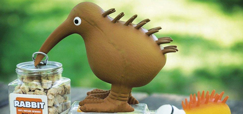 Pták kiwi zdobí nejen logo pražské firmy, ale jakožto maskot se v různých obměnách objevuje i jako hračka pro mazlíčky
