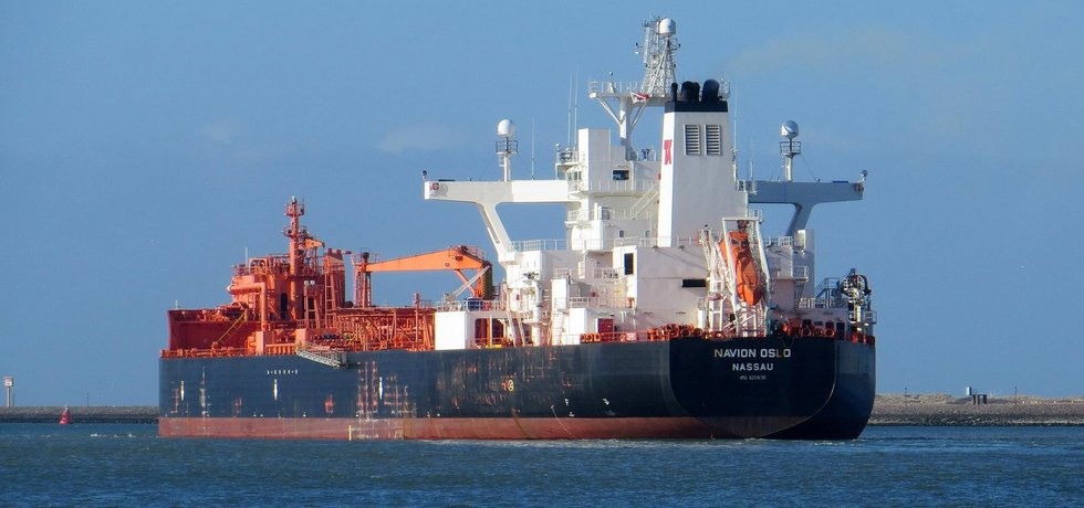 Ropný tanker (Autor: Roel Hemkes, CC BY 2.0, Flickr)