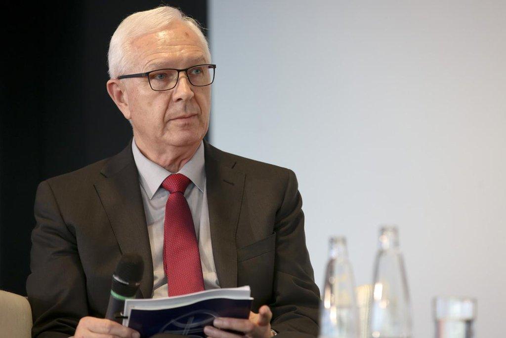 """Zemanova """"politika mnoha azimutů"""" se podle Jiřího Drahoše příliš neosvědčila."""