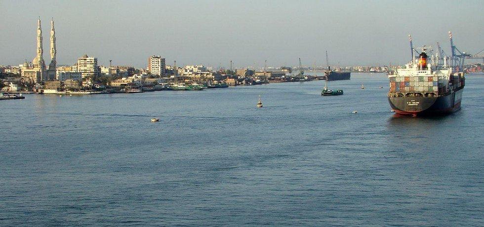 Ústí Suezského průplavu do Středozemního moře v přístavu Port Said