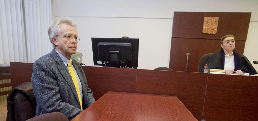 John Mucha u soudu
