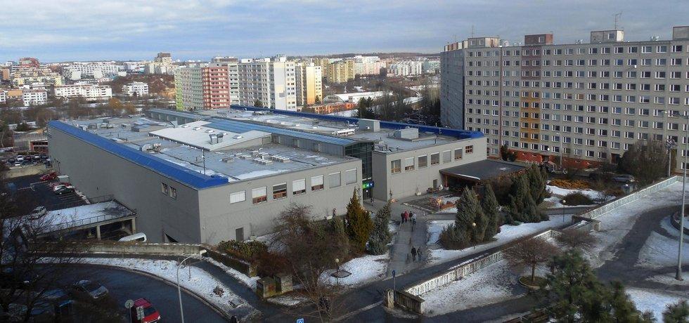 Obchodní centrum Lužiny, na jehož stěny mají být přilepeny polyfunkční domy.