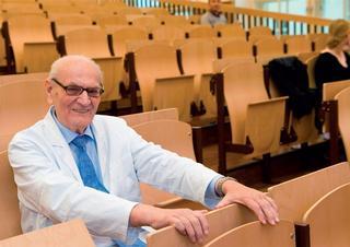 prof. MUDr. Jiří Kraml, DrSc.: V nově rekonstruované posluchárně ústavu se naši studenti cítí volněji, než tomu bývalo za mých medických let.