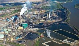 Ropná rafinerie - ilustrační foto