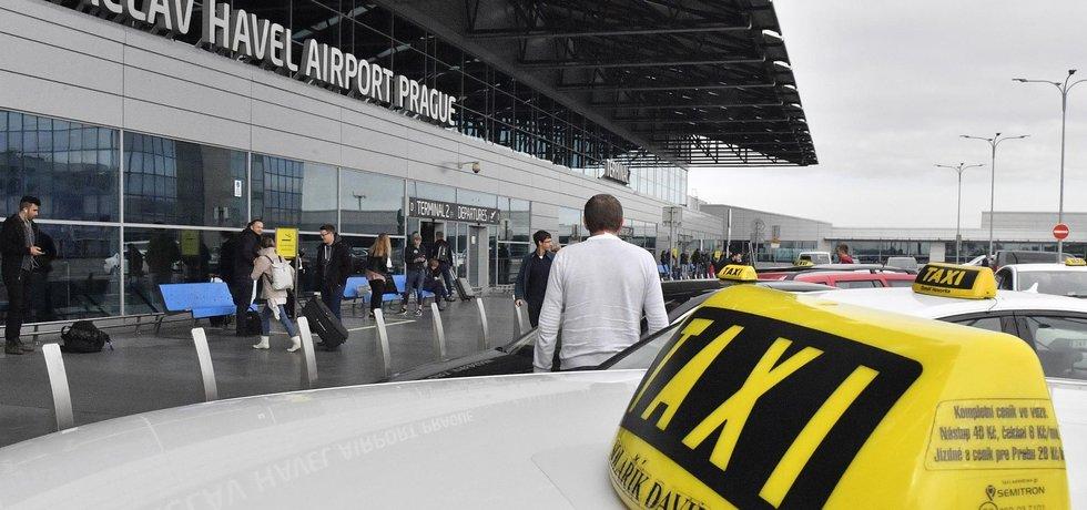 Taxi na letišti - ilustrační foto