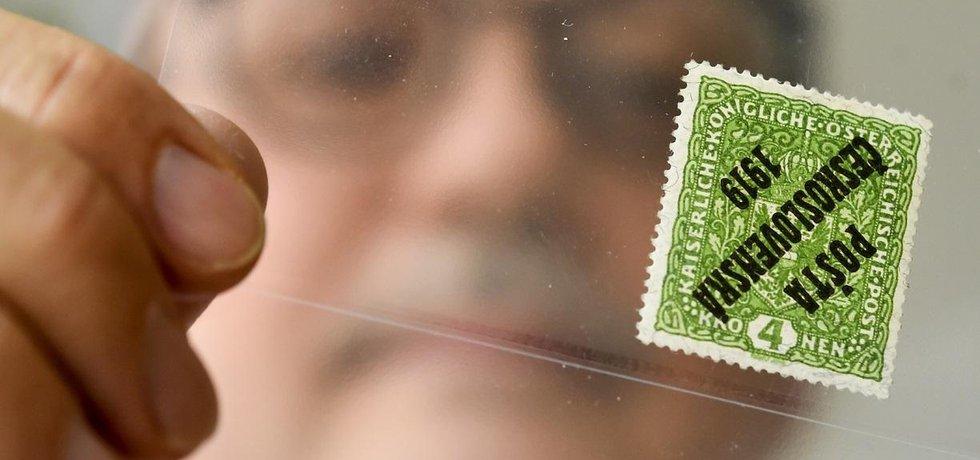 Nejvzácnější československá známka ze sbírky filatelisty Ludvíka Pytlíčka ze Semil se prodala v aukci síni Burda Auction v Obecním domě za 7,8 milionu korun