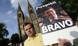 Demonstrace nesouhlasu s odvoláním ministra Pospíšila na náměstí Míru v Praze