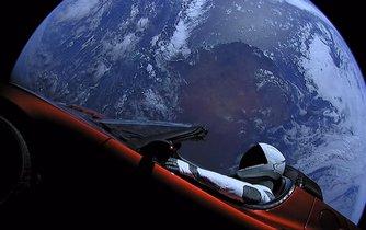 Tesla ve vesmíru