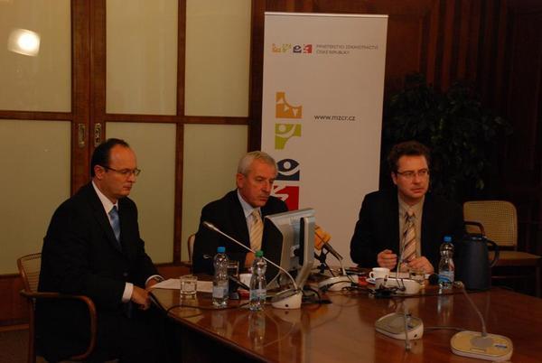 Ministr Leoš Heger prezentuje návrh úhradové vyhlášky pro rok 2012