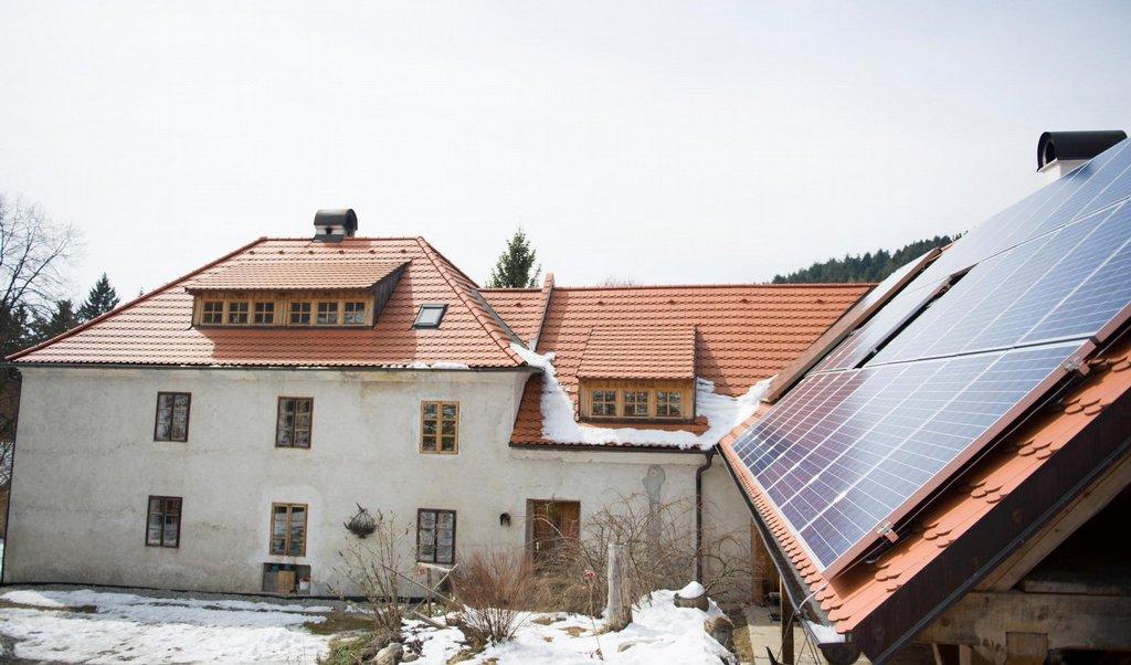 Solární panely už jsou podle Jana Maryška přežité, ve sklepě má proto moderní kotel na štěpku