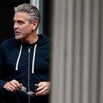 """2. George Clooney (herec) – 239 milionů dolarů. Hollywoodský herec vydělal hlavně na své """"vedlejší"""" činnosti. Značku tequil Casamigos, kterou založil se svými přáteli, totiž za 700 milionů dolarů koupil největší světový výrobce lihovin Diageo. Částka by v příštích letech mohla vyšplhat až na miliardu dolarů."""