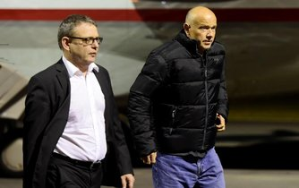 Ministr zahraničí Lubomír Zaorálek (vlevo) a propuštěný Petr Jašek