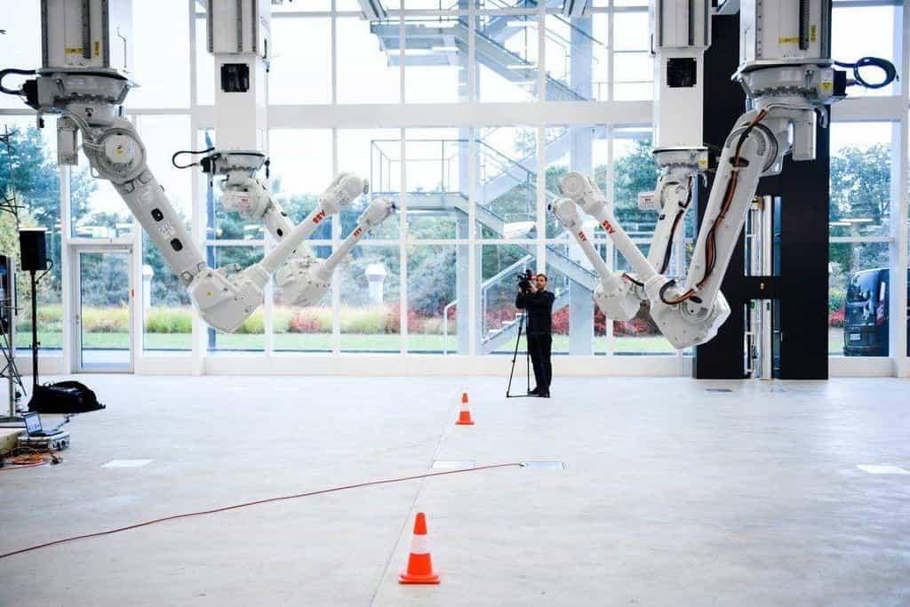 10. ETH, Švýcarsko Spolková vysoká škola technická v Curychu se zaměřuje hlavně na přírodní vědy, výrobní technologie, udržitelnost. Mezi její absolventy patří 21 nositelů Nobelovy ceny včetně Alberta Einsteina. Dnes na ní studuje 18 tisíc lidí ze 120 zemí. Roční náklady na studium: v přepočtu 570 tisíc korun.