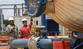 Pracovníci státního podniku Petroleos de Venezuela