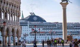 Výletní loď v Benátkách, ilustrační foto