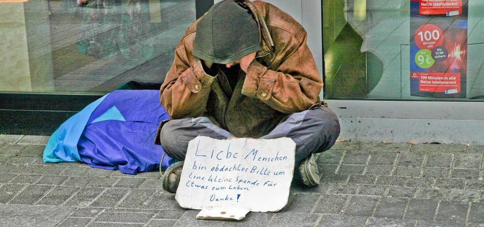 Žebrák v Německu (Zdroj: profimedia.cz)