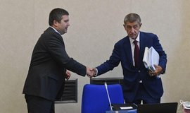 Premiér Andrej Babiš a vicepremiér a ministr vnitra z ČSSD Jan Hamáček