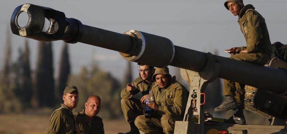Izraelští vojáci na hranicí s Gazou