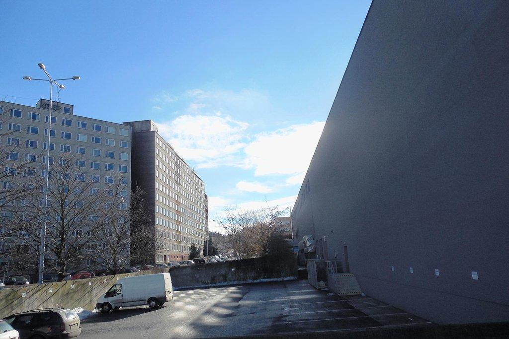 OC Lužiny. Stěna pro stavbu Beta se 75 byty.